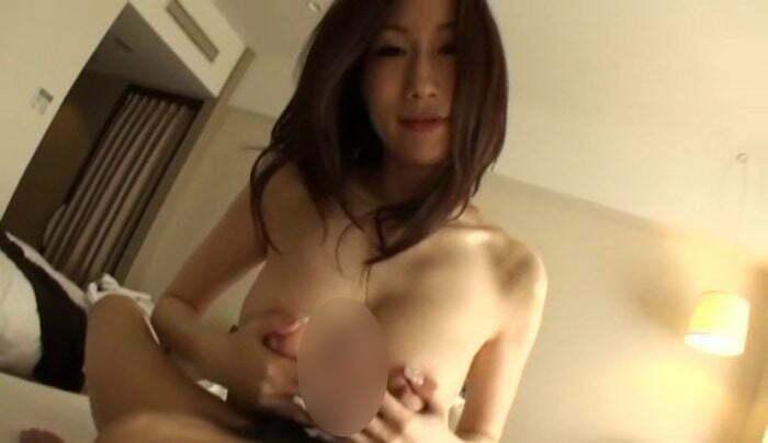 爆乳人妻のいやらしい浮気 JULIA-003