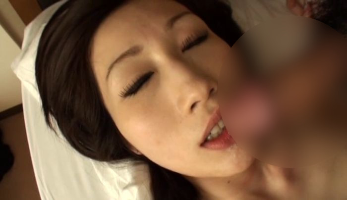 爆乳人妻のいやらしい浮気 JULIA-010